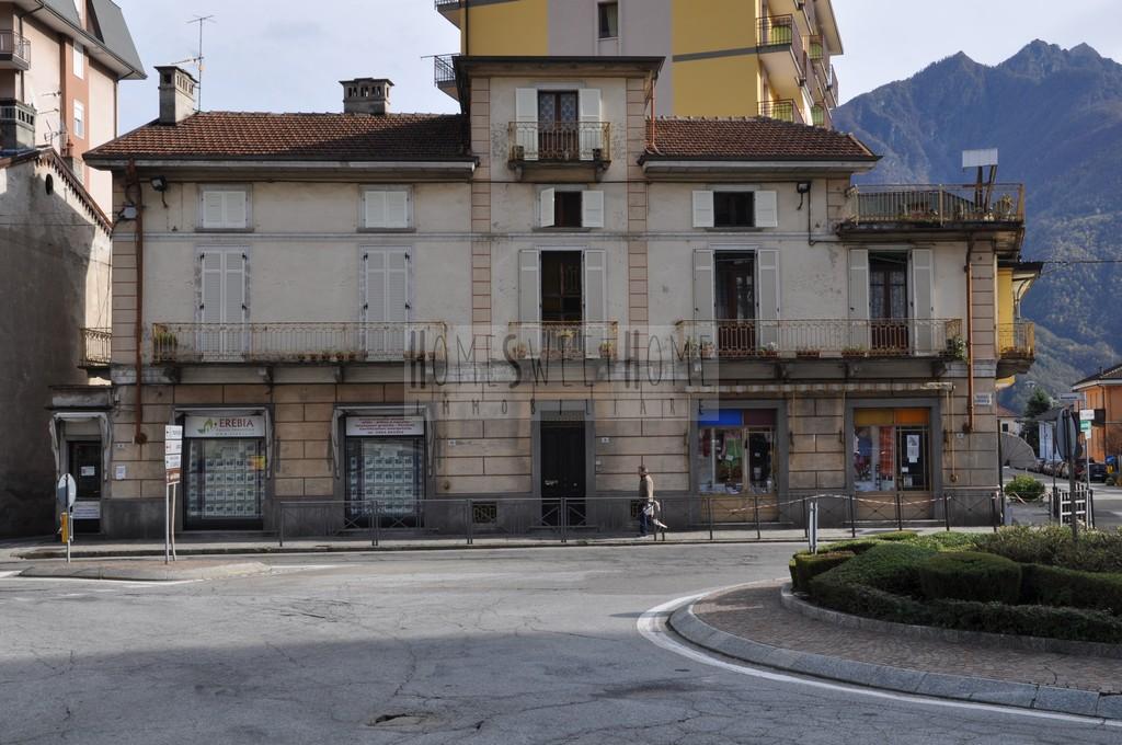 Rif.97V – CASA INDIPENDENTE CON NEGOZI- Via Sempione – VILLADOSSOLA (Vb)